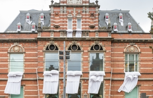 Final week for Marinus Boezem's 'Bedding out the Windows of the Stedelijk Museum'